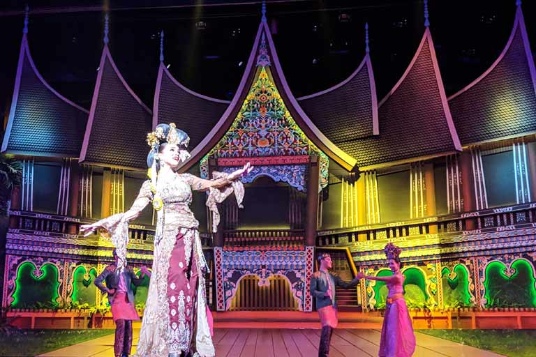 Dance in Alcazar Show, Pattaya