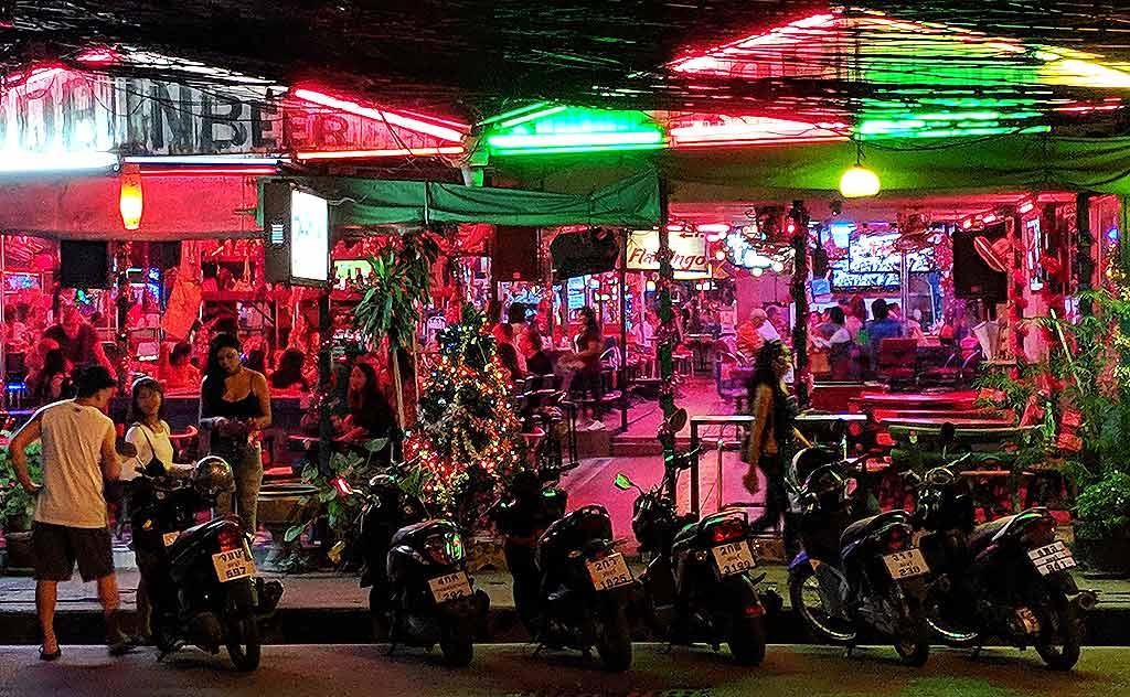Bars in North Pattaya at night