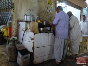 El Khifal Souk, chai stop