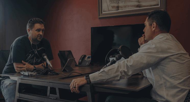 To mænd laver en dansk podcast