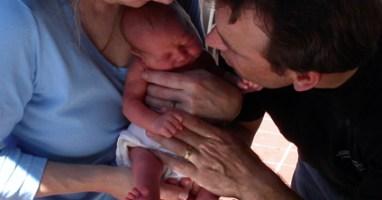 daddy_newborn_midwife