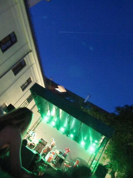Wieczór przed nocą spędziliśmy na koncercie zespołu Dagadana. Fajna muzyka