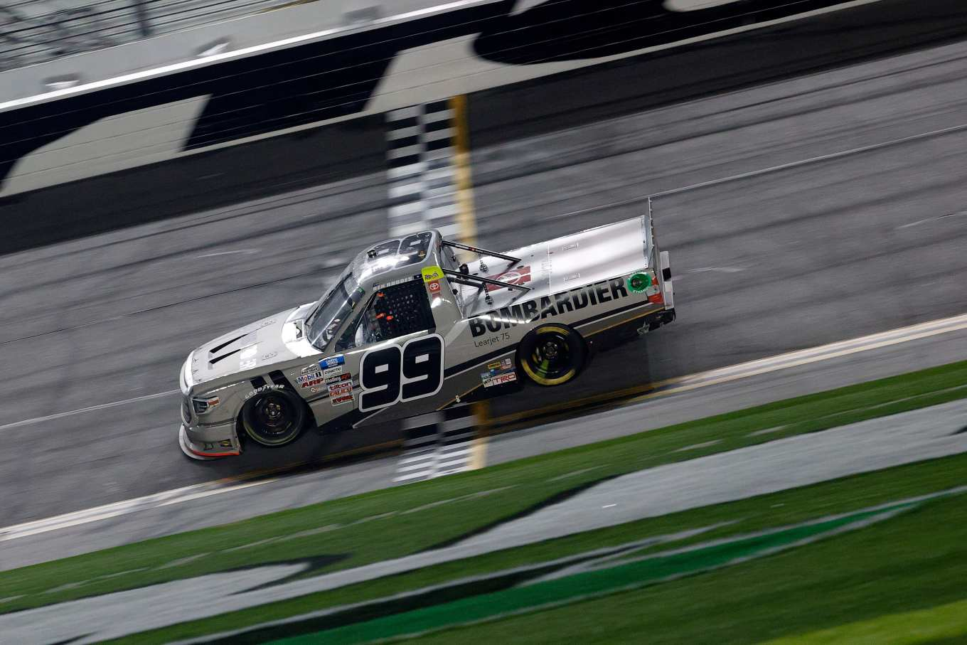 Trucks: Rhodes leaves King of Daytona with 2 wins