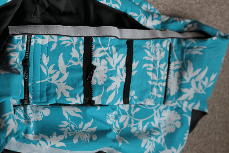 Zips to adjust the Rockin' Baby pouch