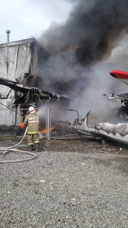 Пожар на месте авиакатастрофы АН-24 в аэропорту Нижнеангарска\ фото - правительство Бурятии