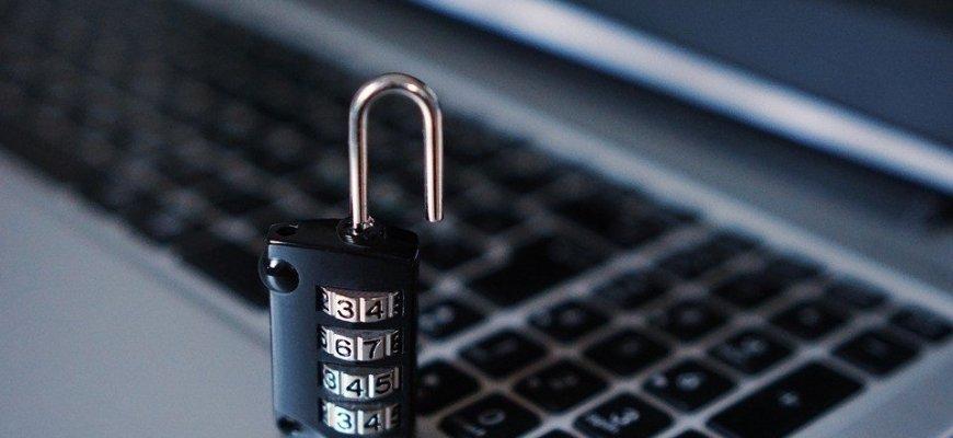 Минкомсвязь дополнит базу персональных данных россиян номером телефона и e-mail