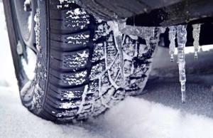 Зимой лучше ездить на широких шинах.