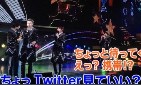 中島健人がTwitterをチェック