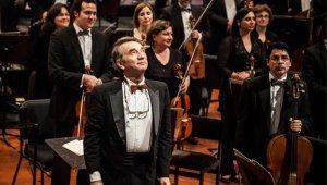 Leonid Grin junto a la Orquesta Sinfónica de Chile