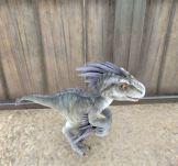 Y eso es un velocirraptor bebé... porque sí, puedes criar bebés