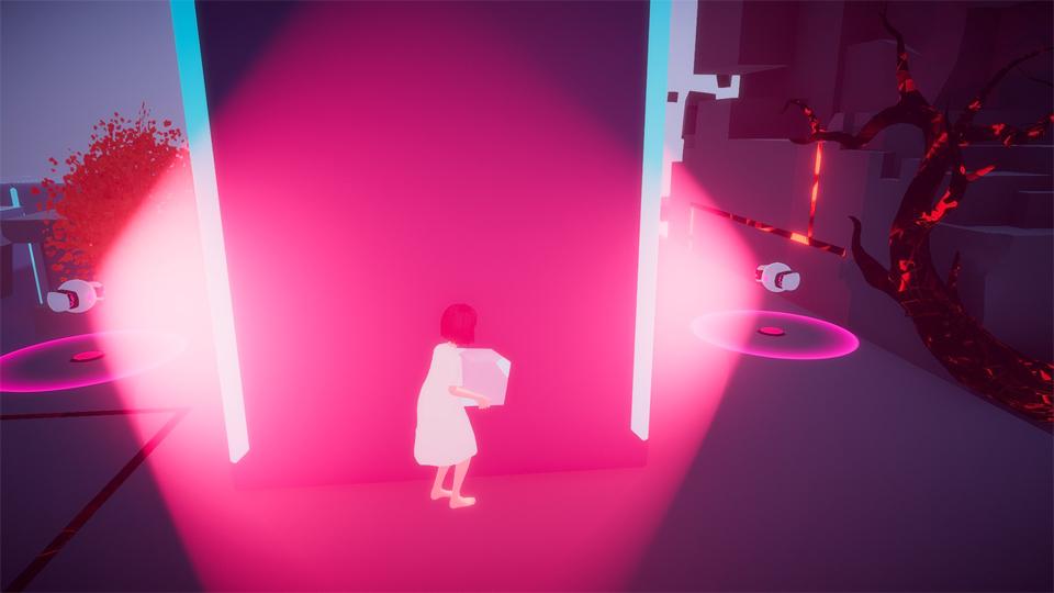 Maya escondida tras un muro sujetando un cubo. Los Randy bots la están buscando.