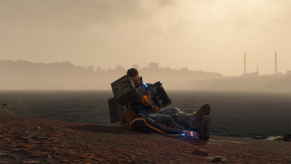 Sam durmiendo con BB a las orillas de un lago