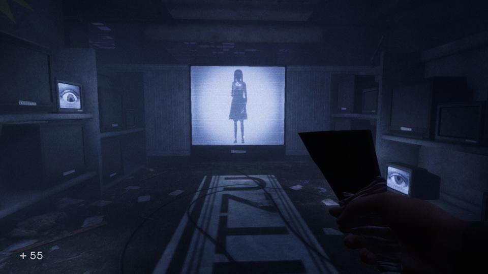 pantalla con una mujer siniestra