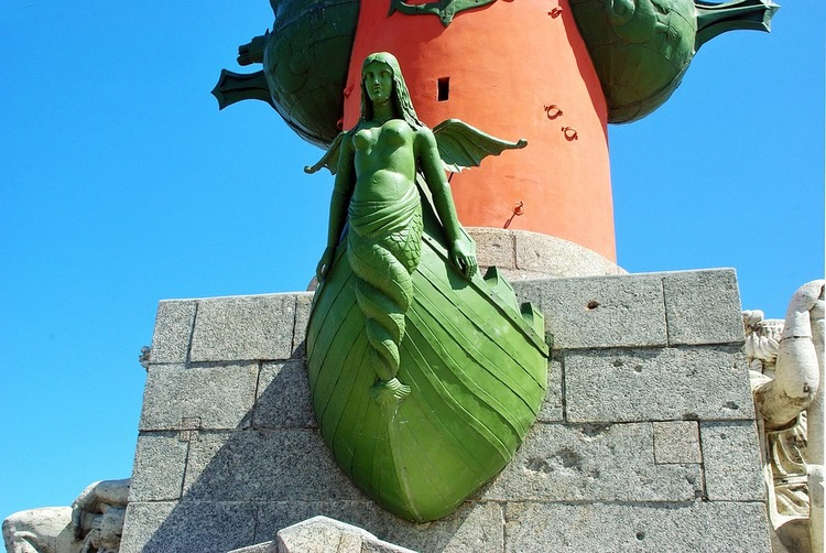 A una estatua de proa - Pablo Neruda