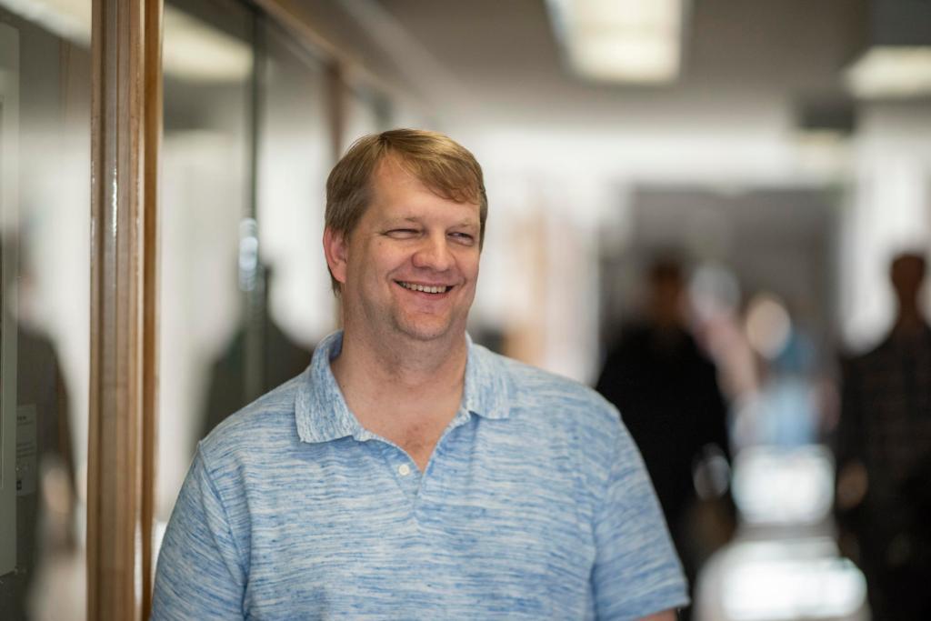 Erik Wasinger, the University's 2018-19 Outstanding Teacher