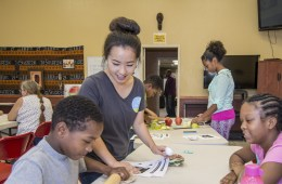 Maifeng Yang teaches students to prepare nutritious good.