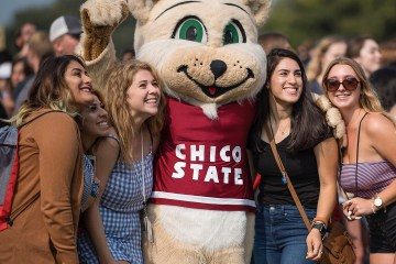 Students pose with Willie the Wildcat mascot