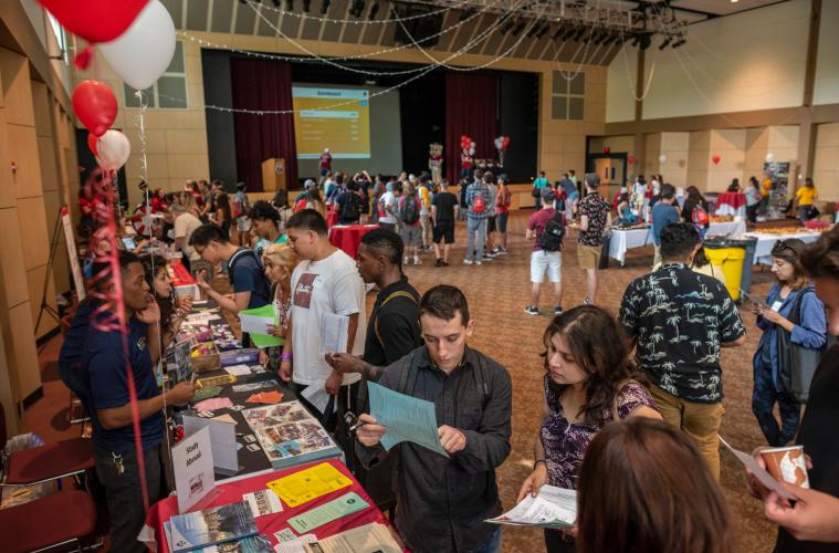 Dozens of eager transfer students attend an event solely for transfer students.