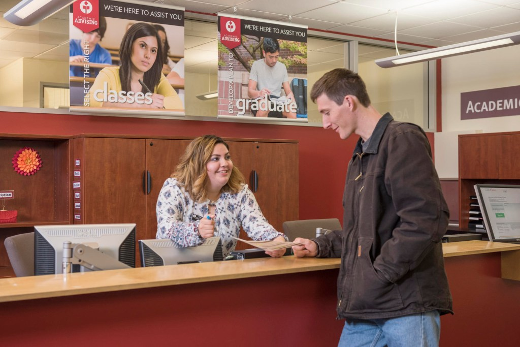 Andrea Avina helps a student at the Acadmeic Advising office.