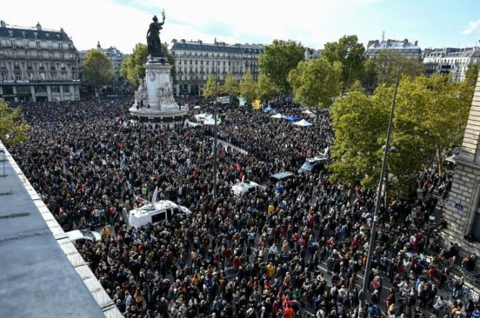 French citizens are not afraid to protest for Paty