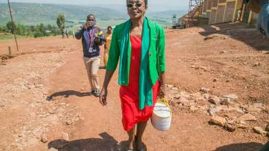 Rwandan opposition leader Victoire Ingabire leaves Nyarugenge prison, on the outskirts of Kigali, after being released on September 15, 2018. © 2018 Cyril Ndegeya/AFP via Getty Images