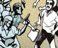 पुलिस चौकी से मात्र 200 मीटर की दूरी पर एक व्यापारी को कट्टा मार कर लाखों रुपए की लूट |