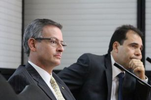 Costa Rica's Foreign minister Manuel González (L) appearancce before that country's legislative committee on International Affairs, Thursday mornning,