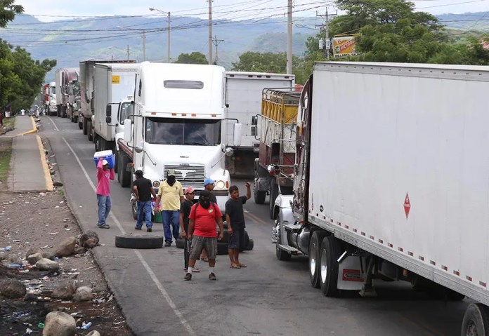 Tranques (Barricades) Continue On Many Roads, Including the Pan-American