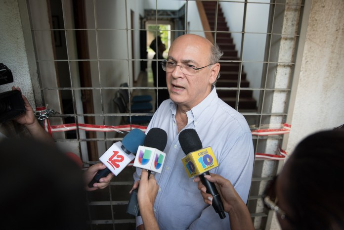 Journalist Carlos Chamorro exiles in Costa Rica for 'extreme threats'