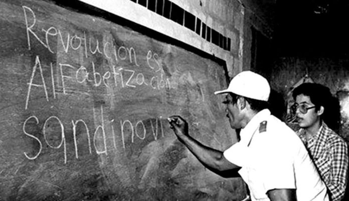 The literacy of 1980, when thousands learned to read with Sandinista slogans