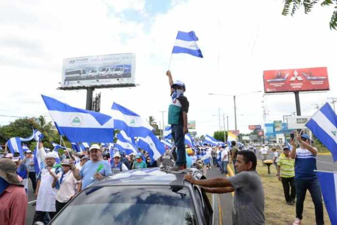 Thousands of Nicaraguans shout at the presidential couple in march for justice