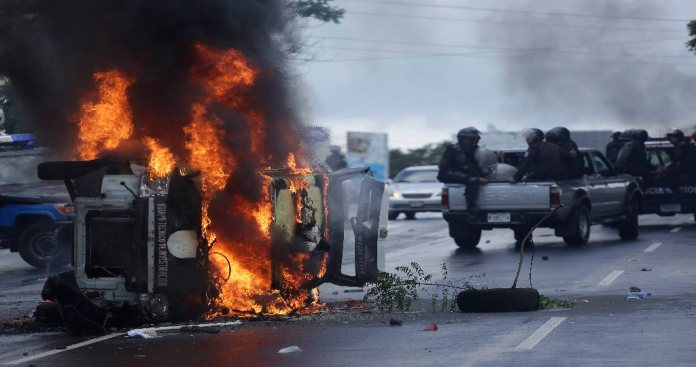 Police Shoot At Protesters. Sunday March In Managua Turns Violent!