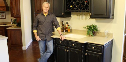Danny Lipford in kitchen cabinet showroom.