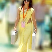 yellow_Saree_Women_photos (10)