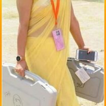 yellow_Saree_Women_photos (7)