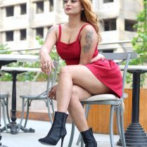 twinkle_kapoor_hot_tigh-photos (14)