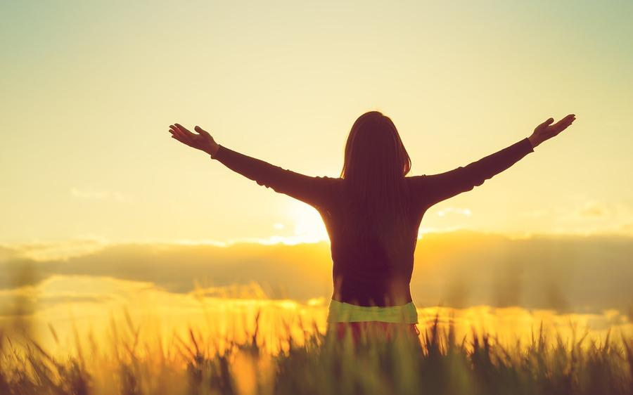 Woman practising gratefulness