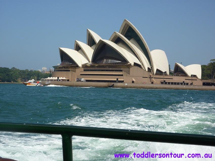 sightseeing Sydney Harbour - opera house