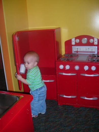 Children's Museum in Oak Lawn - kitchen - Toddling Around Chicagoland
