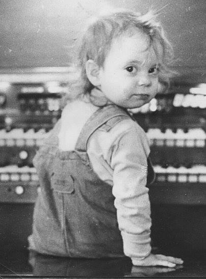 Young Sarah - Toddling Around Chicagoland