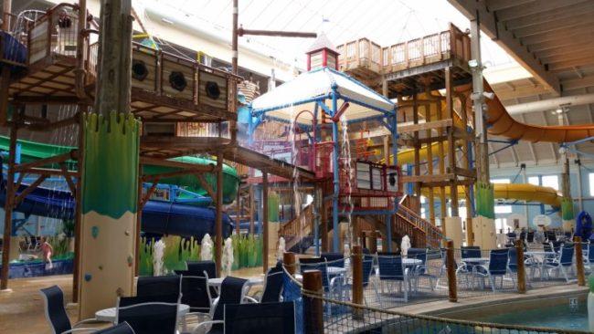 Blue Harbor Resort - waterpark - waterpark & tables