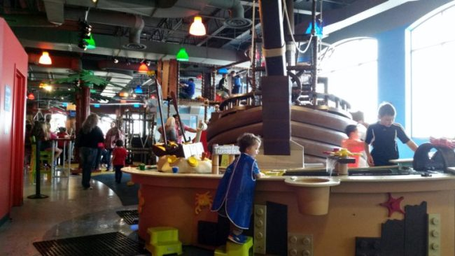 Chicago City Guide sponsored by Chicco #ChiccoKidsCityGuide [ad] - Legoland play area