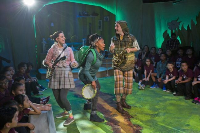 Animals in A Year with Frog and Toad at the Chicago Children's Theatre