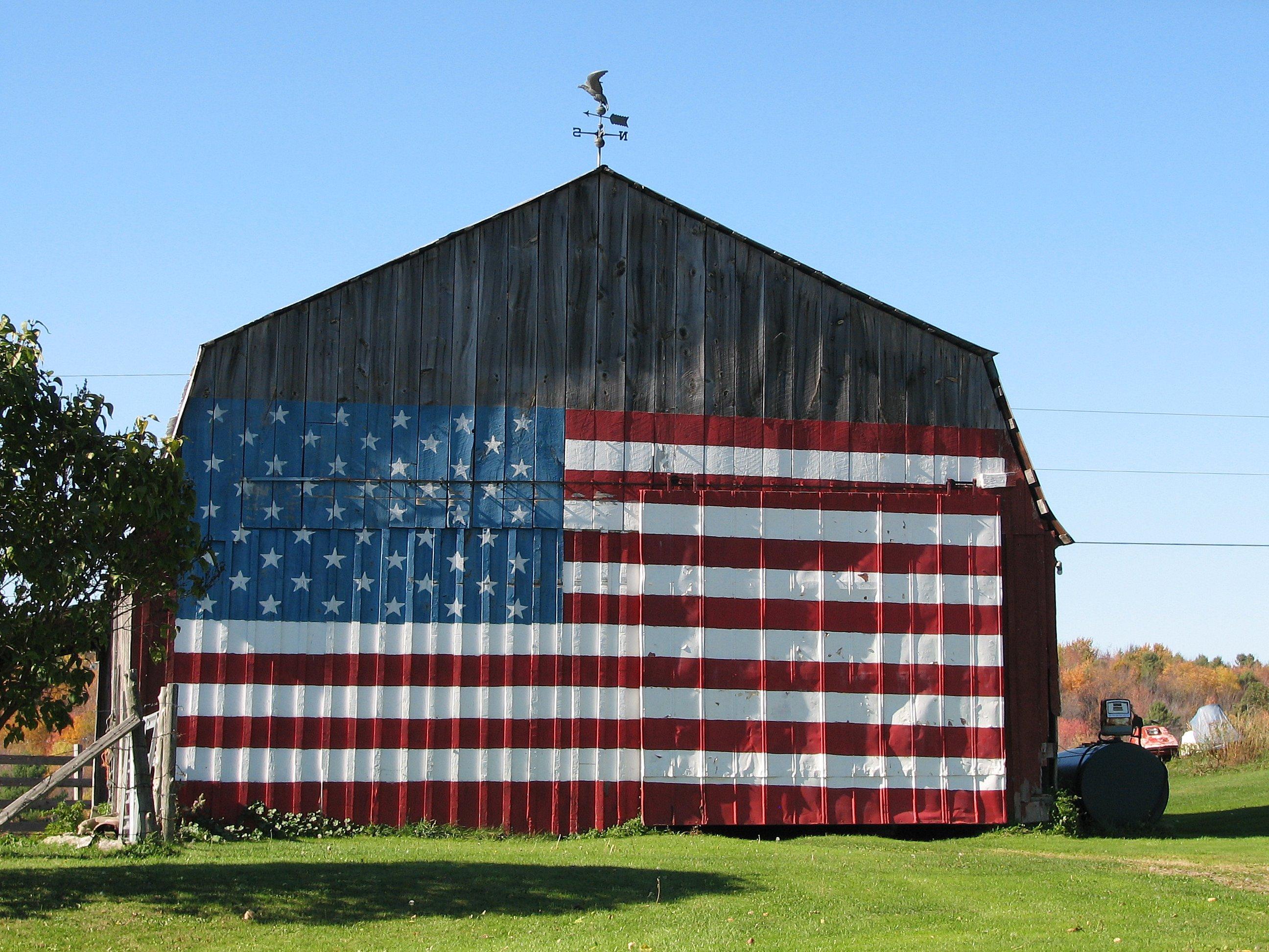 AmericanFlag_Barn02