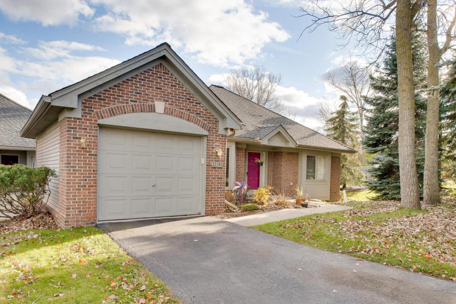 21382 Magnolia Ct, Farmington Hills, MI