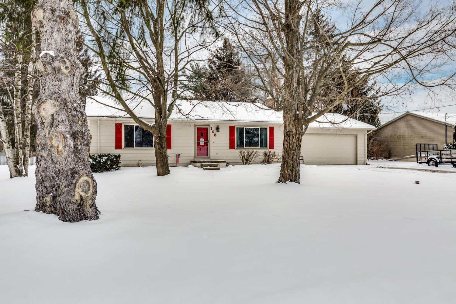 SOLD | 163 Fonro Dr, Brighton, MI