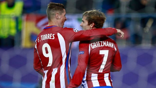 MADRID, SPAIN - NOVEMBER 01:  Antoine Griezmann of Atletico Madrid (R) celebrates scoring his sides second goal with Fernando Torres of Atletico Madrid (L) during the UEFA Champions League Group D match between Club Atletico de Madrid and FC Rostov at Vincente Calderon on November 1, 2016 in Madrid, Spain.  (Photo by Gonzalo Arroyo Moreno/Getty Images)