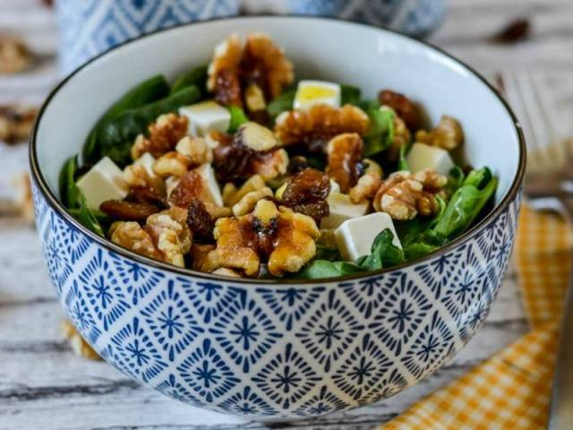 ##Ensalada-de-espinacas-con-queso-feta,-nueces-y-pasas - ensaladas