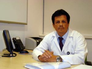 """Doctor Álvaro Kompatzki: """"Hay que tener claro que el urólogo no es el ginecologo del hombre, ya que la urología es la especialidad que se encarga de las enfermedades del riñón y las vias urinarias que son comunes en hombres y mujeres y que en el caso de los hombres incluye los genitales."""