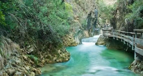 Río Borosa a su paso por las pasarelas de la Cerrada de Elías.